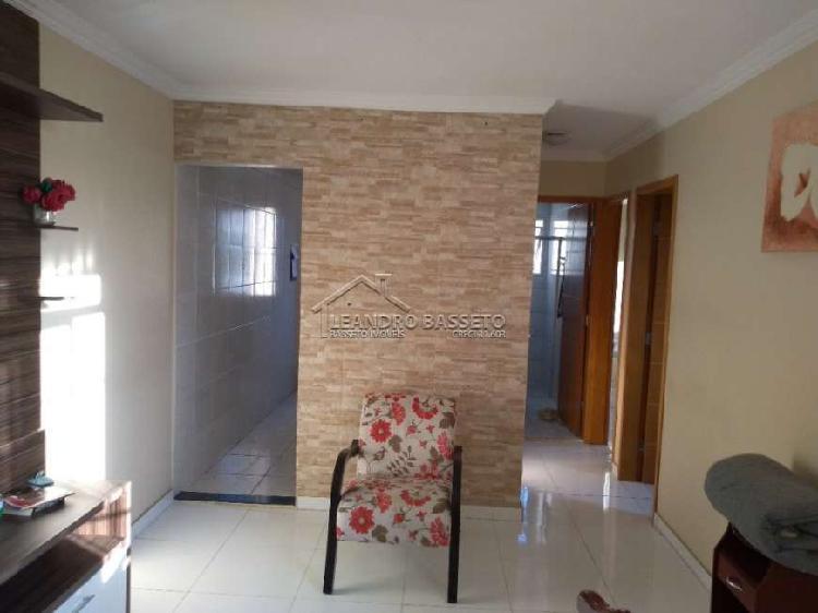 Apartamento de 50m² com 2 dormitórios e 1 vaga por R$
