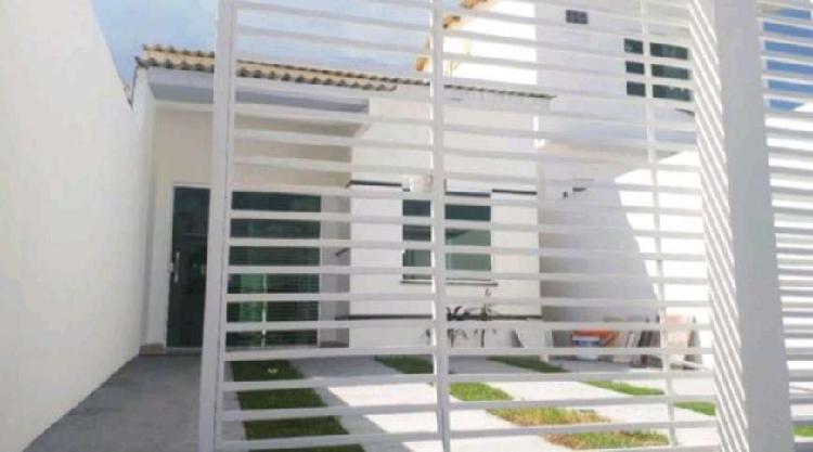 Casa com 3 quartos sendo 1 suíte e 2 vagas em Petrópolis -