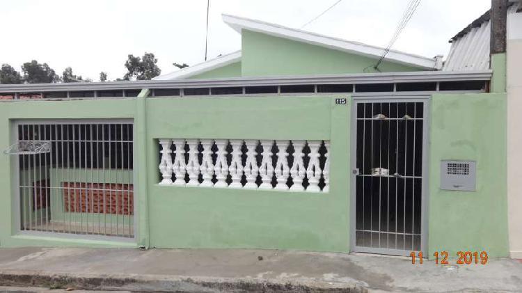 Casa para aluguel possui 80 metros quadrados com 3 quartos