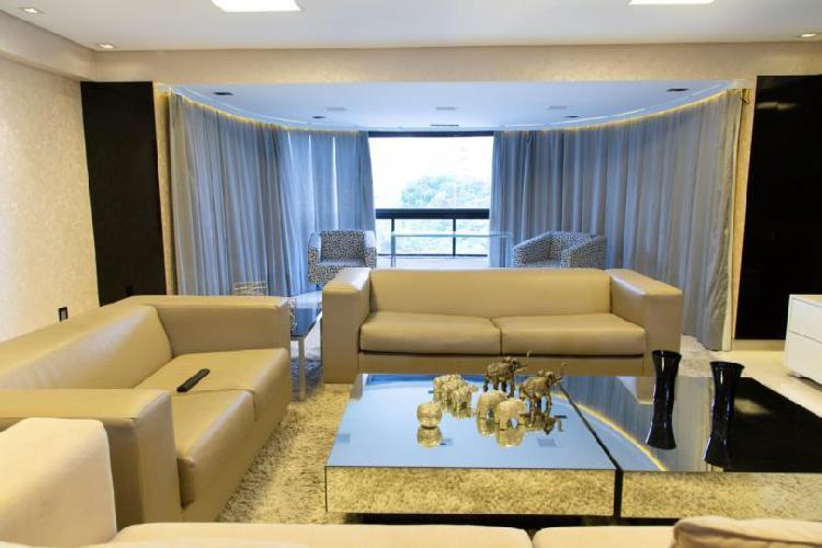 Apartamento de 270 metros quadrados no bairro Casa Forte com