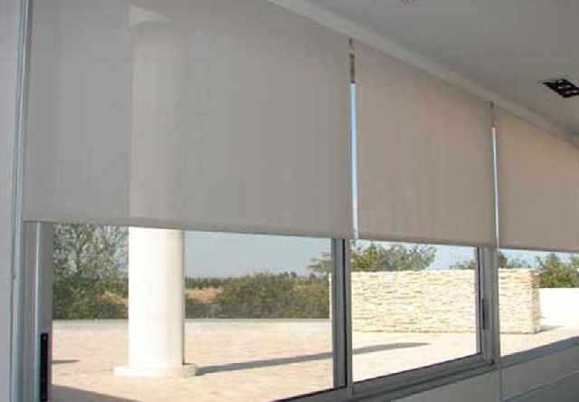 Lavagem de cortinas e persianas rolô e romana