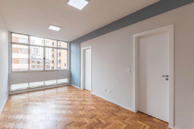 Apartamento totalmente reformado , excelente localização