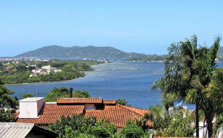 Casa a venda na Lagoa da conceição, com uma vista