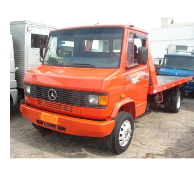Caminhão MB 710 ano 2004 guincho turbo direção