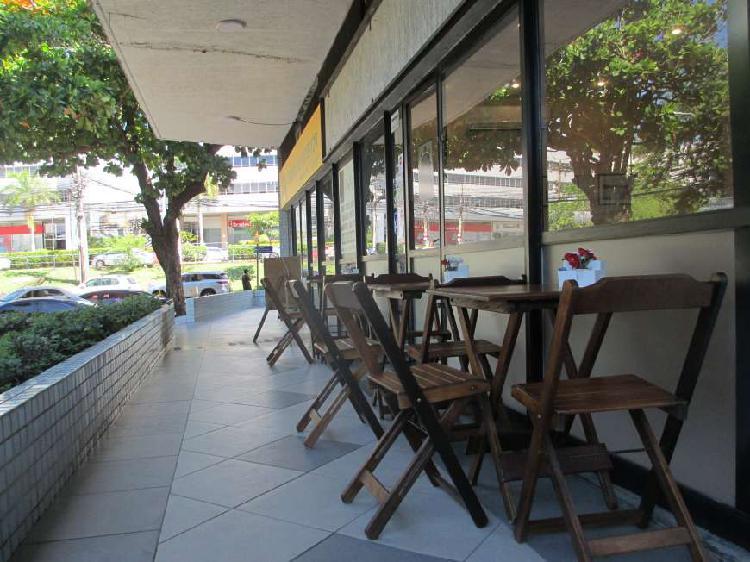 Loja para aluguel possui 55 metros quadrados em Caminho das