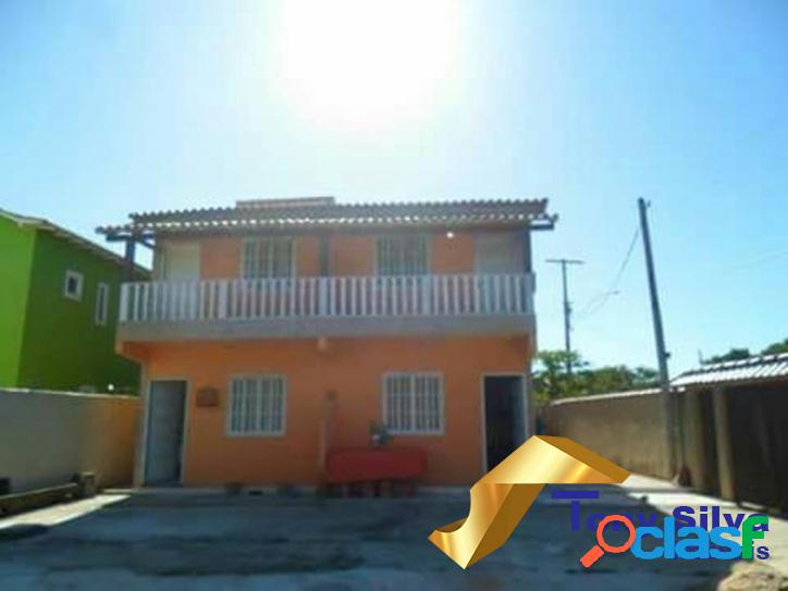 Duas casas em loteamento a 200 metros da Praia