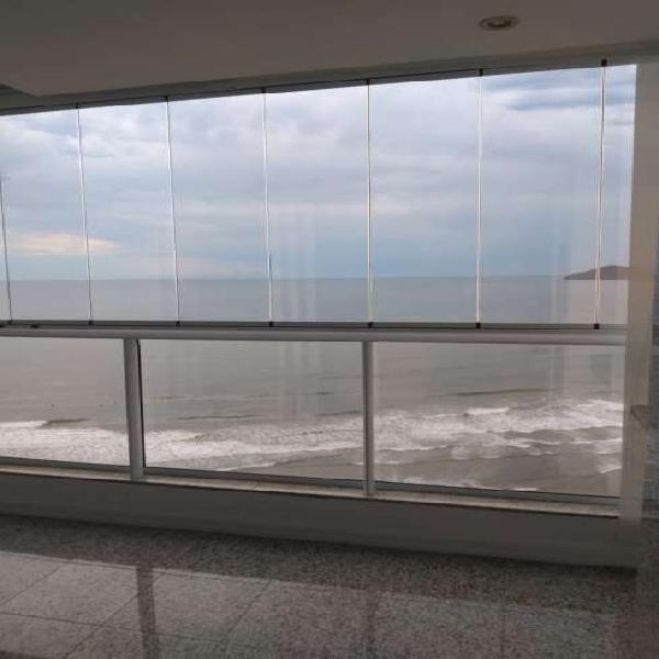 Belíssimo apartamento frente mar para locação de