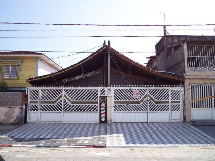 Casa com 2 quartos e quintal com churrasqueira em Praia