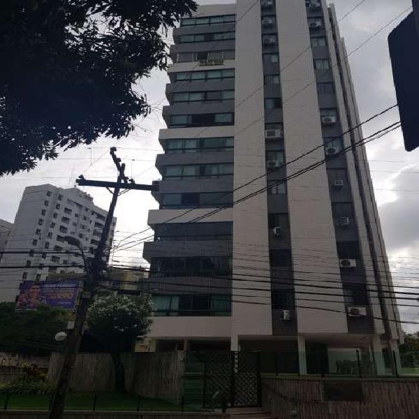 Apartamento para aluguel possui 225 metros quadrados com 4