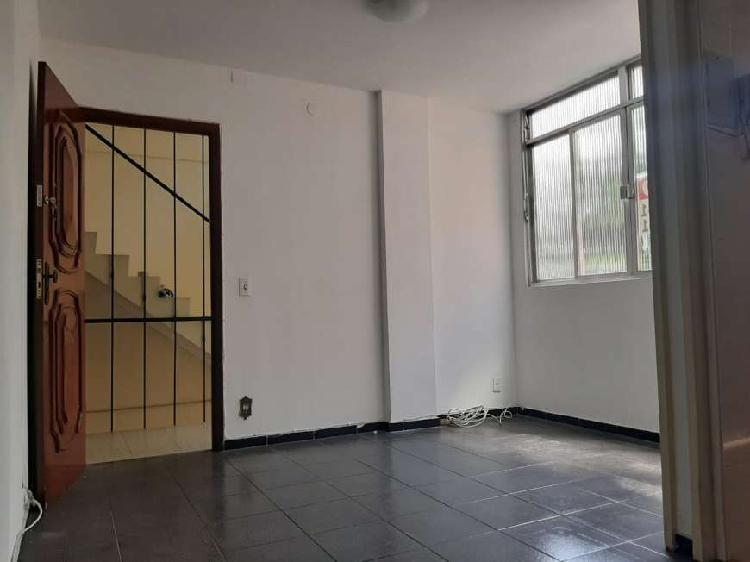 Apartamento para aluguel possui 55 metros quadrados com 2
