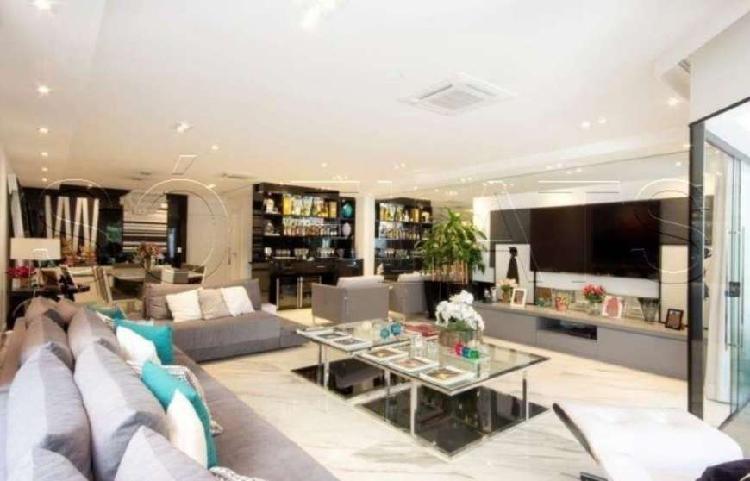 Casa em Condomínio no Morumbi 3 Suítes 400m²