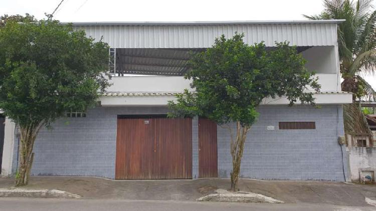 Casa para venda tem 225 metros quadrados com 3 quartos em
