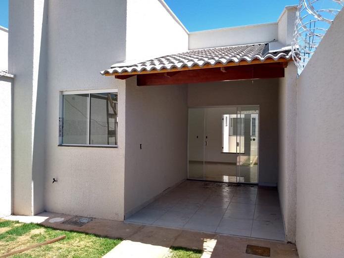 Casa para venda tem 80 metros quadrados com 2 quartos em