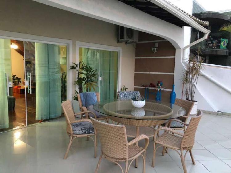 Linda casa de condomínio em Vila Valqueire