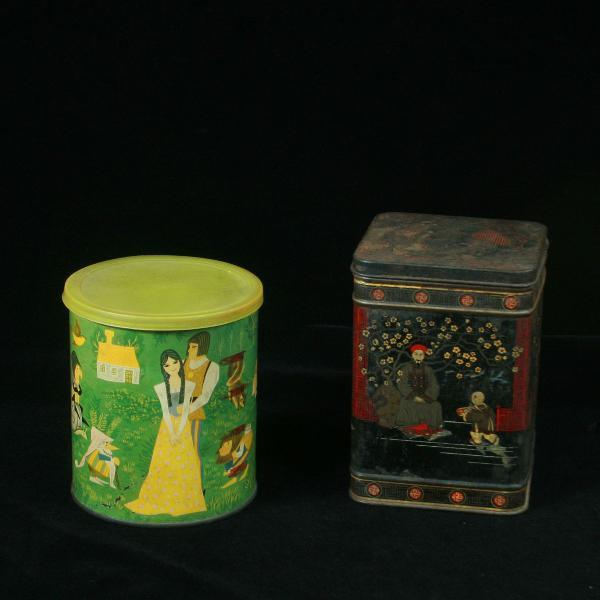 duas latas da década de 1960 - branca de neve e chá