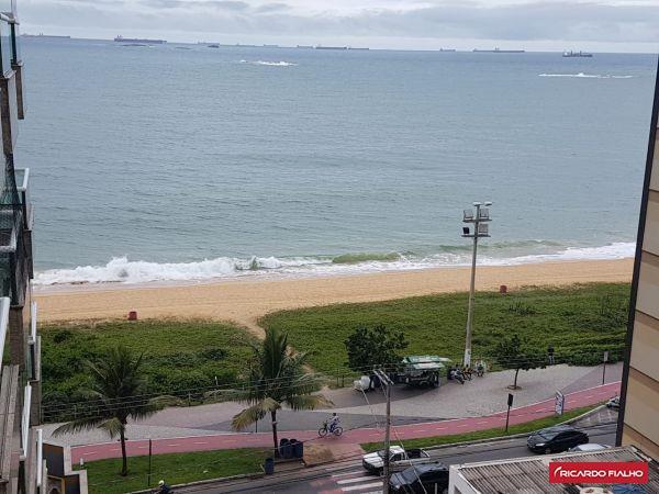 Apartamento 2 quartos, suíte, na quadra do mar da Praia da