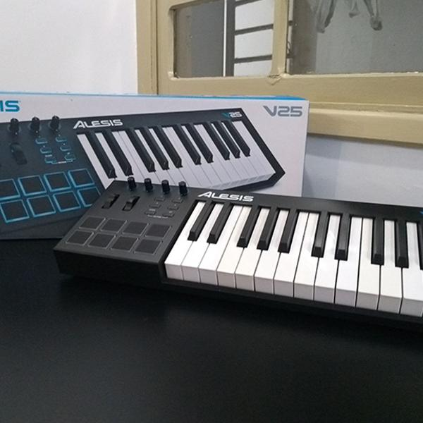 teclado midi alesis v25