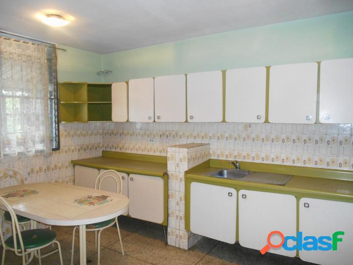 Amplio y céntrico apartamento en la Av. Aranzazu de 120 m2