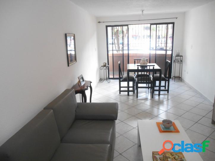 Bello y cómodo apartamento en Poblado de San Diego de 84 m2