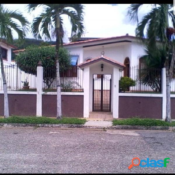 Casa en Venta Urb. Valles de Camoruco 403 mtrs2 (70.000)