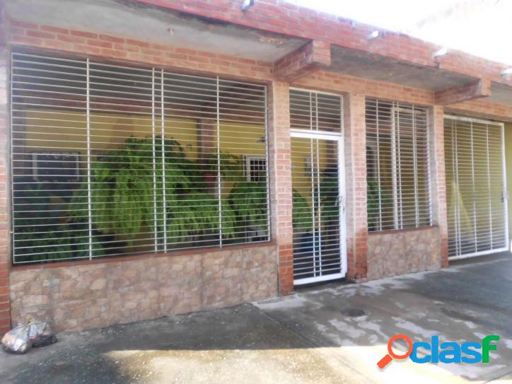 En Venta Casa en Tocuyito Urb. Pocaterra 193 Mts2. (16.000)