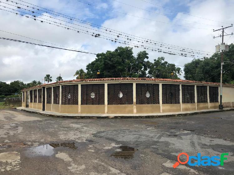 En Venta Casa en la Urb. La Esperanza Tocuyito 2000mtrs2