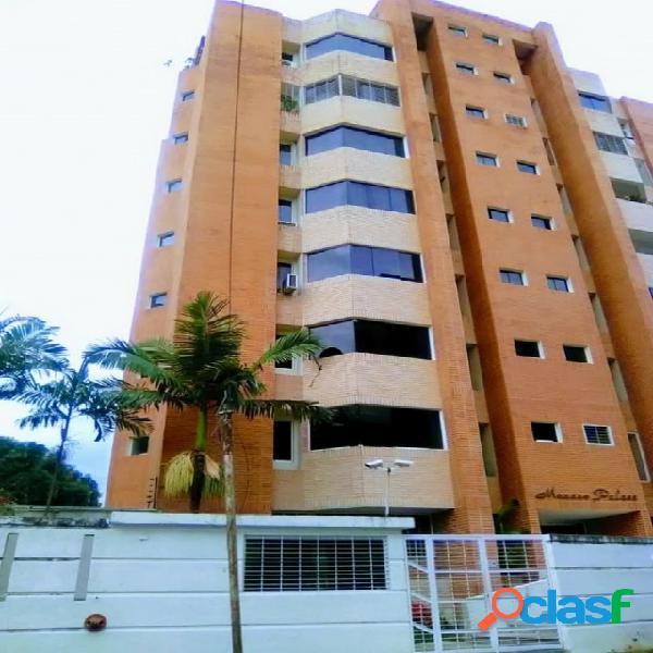 En venta Apartamento En Urbanización Campo Alegre 80M2