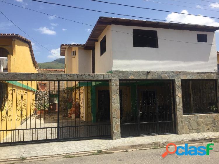 En venta casa en Naguanagua, de 180m2, Terrazas de Paramacay