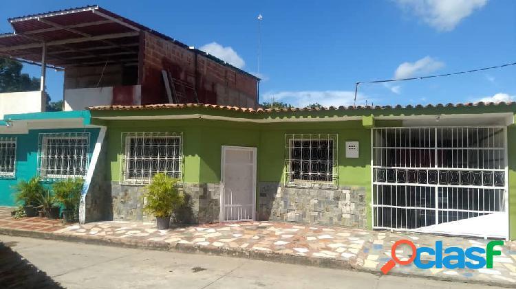 Venta casa en tocuyito Cojunto Res las Flores 150 Mtrs