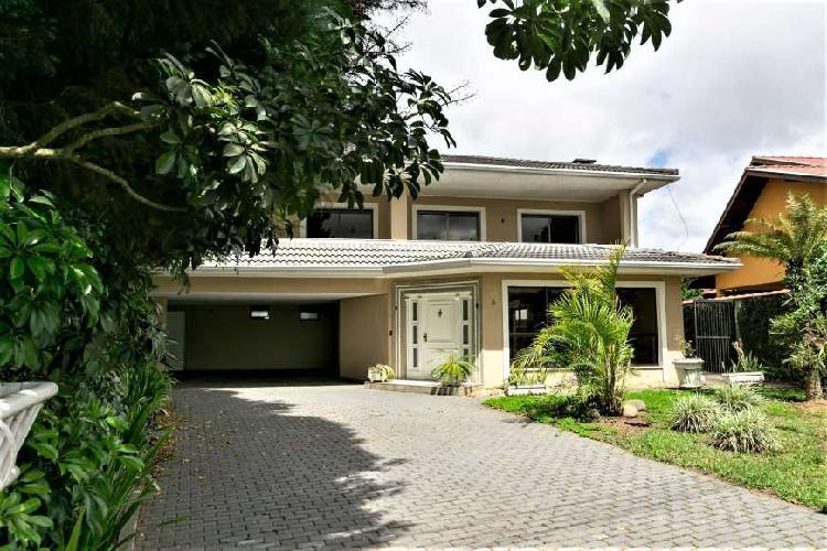 Casa de condomínio para venda possui 750 metros quadrados