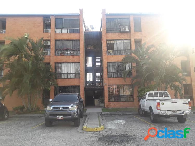 En alquiler apartamento en la URB. Las Aves San Diego.