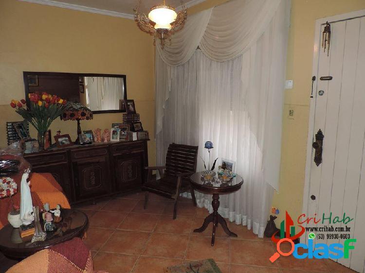 Casa com 3 dormitórios e 2 suítes, no Porto em Pelotas