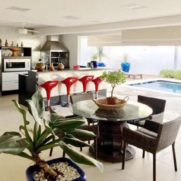 Casa de condomínio para venda tem 420 metros quadrados com