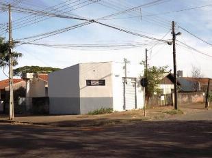 VENDE-SE TERRENO C/ 2 CASAS E UM SALÃOZINHO NO TERRENO JD.
