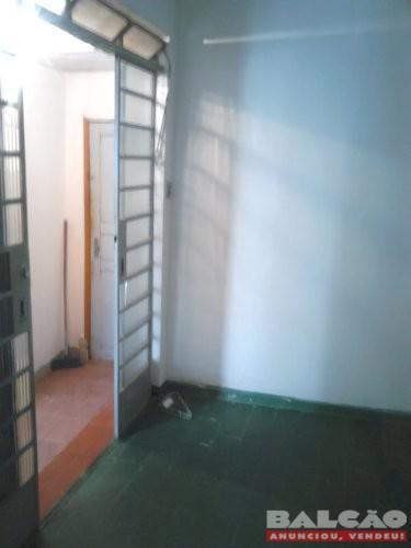 Alugo um barracão só quarto, cozinha e banho no Alípio de