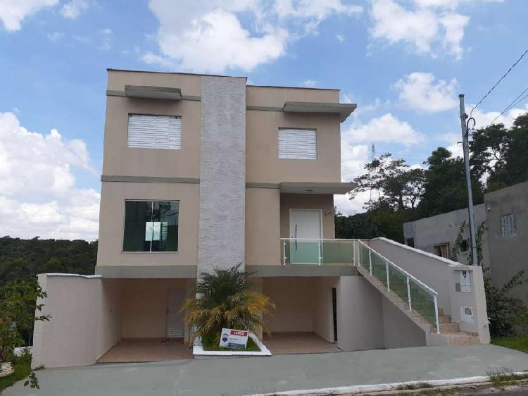 Casa de condomínio para venda possui 167 metros quadrados