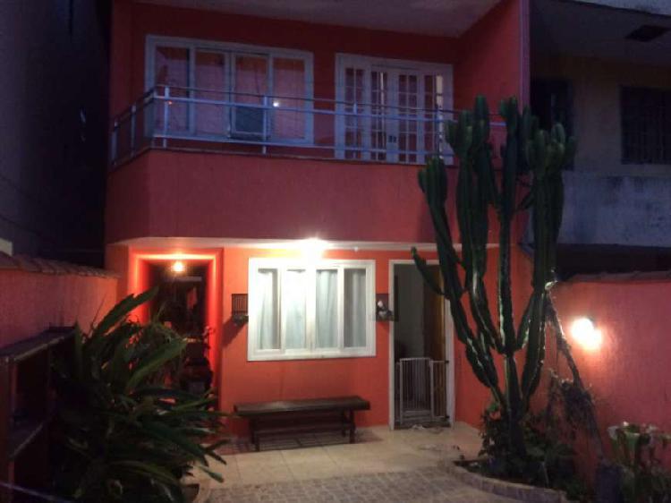 Casa triplex em condominio fechado em Vargem Grande para