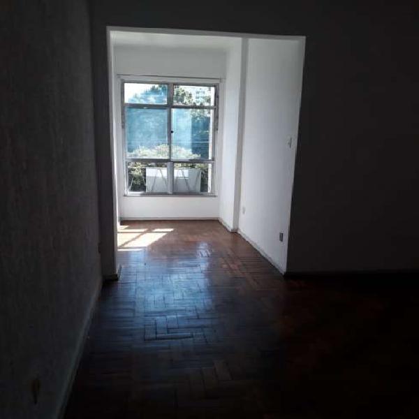 Apartamento para aluguel possui 85 metros quadrados com 3