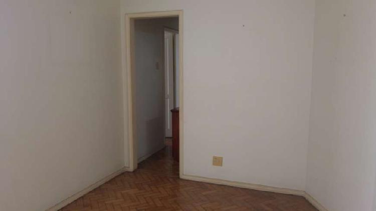 Apartamento para venda possui 90 metros quadrados com 2