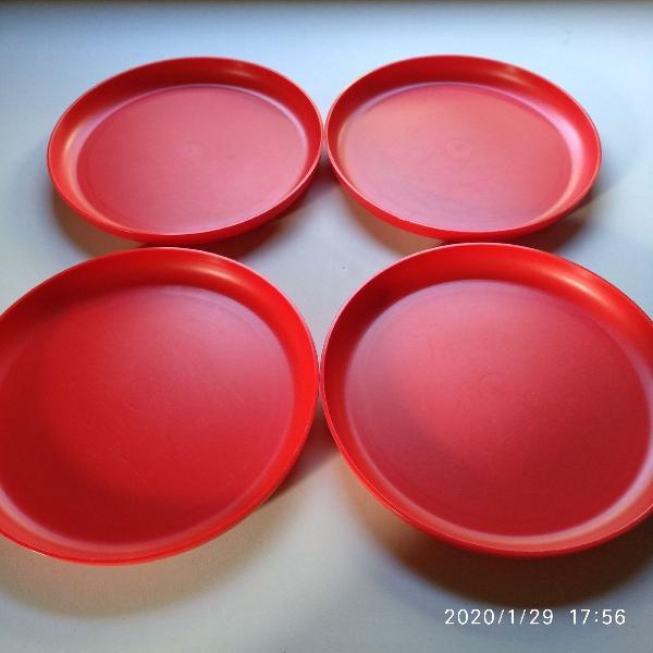 kit 4 pratos rasos Tupperware vermelho, pode ser usado como