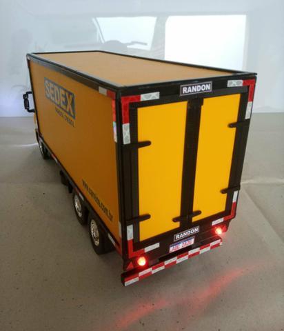 Caminhão miniatura iveco tector