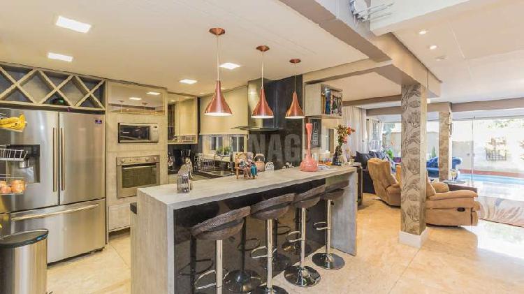 Casa de condomínio para venda possui 285 metros quadrados