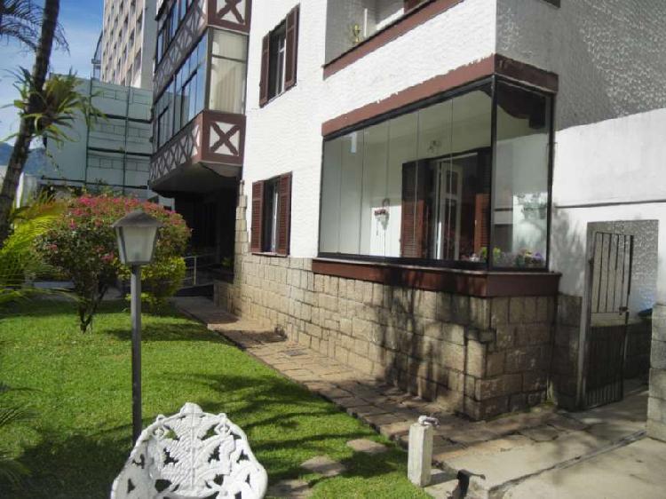 Excelente apartamento de frente ensolarado no Centro de