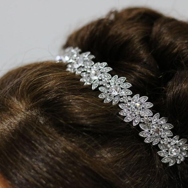 linda coroa/ tiara/ porta coque para noivas e debutantes
