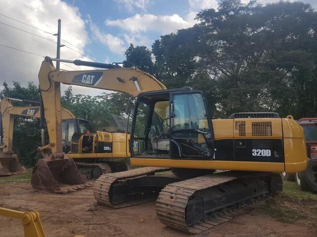 Escavadeira Caterpillar 320DL ano 2016