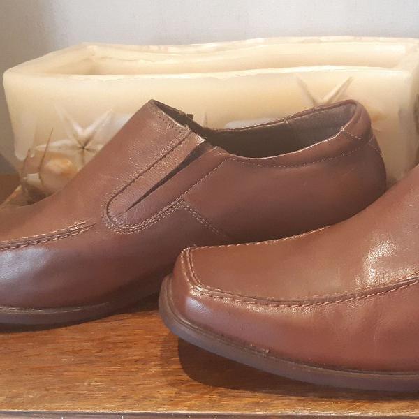 Sapato de couro Di Pollini novo