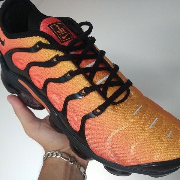 tênis nike air max vapormax plus amarelo degradê laranjado