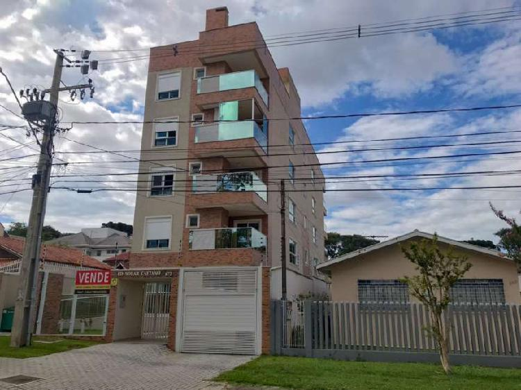 Apartamento amplo, com 3 quartos e sacada, no Portão