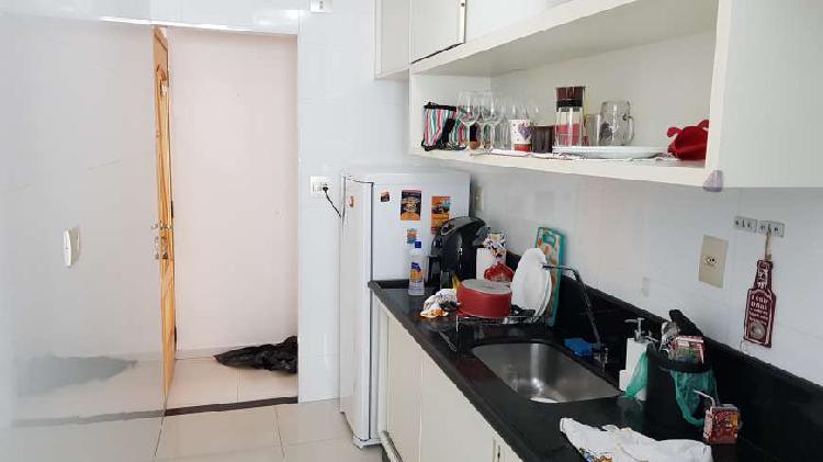 Apartamento de 03 dormitórios reformado a 01 quadra do