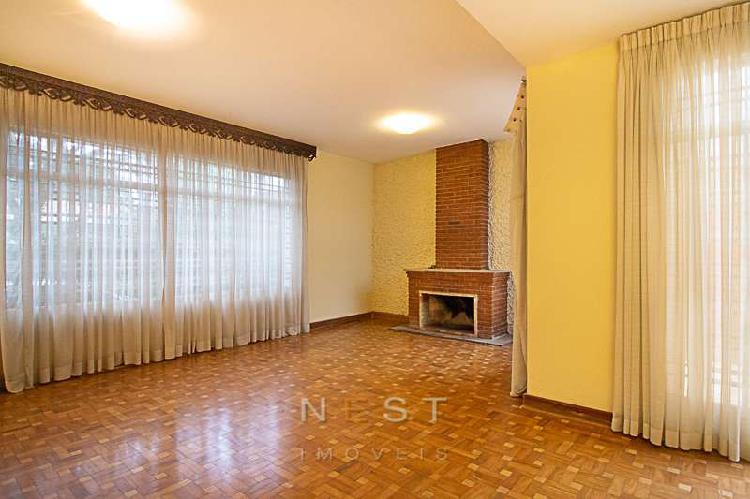 Casa agradável, no tranquilo Alto da Boa Vista, com 209 m2,